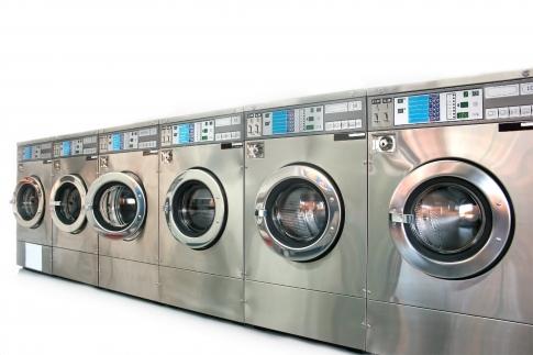 Woda technologiczna do celów pralniczych 4 m3/h, filtracja sedymentacyjna 5 mikron, zmiękczanie do pracy ciągłej.